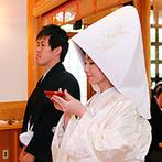 The ORANGER GARDEN ISUZUGAWA (ザ・オランジェガーデン五十鈴川):それぞれに想いを馳せながら庭園を進む花嫁行列。伝統を重んじる神前式にゲストから「新鮮だった」の声も