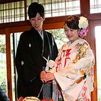 MAIKO HOTEL since1919(舞子ホテル):約5000坪の敷地に広がる日本庭園を一望でき、輝く緑も祝福。モダンな和装スタイルでケーキ演出も楽しんだ