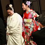 ホテルモントレ大阪:古きよき明治時代を意識した、クラシカルモダンな会場での祝宴。白無垢&赤い振袖の姉妹の心温まるシーンも