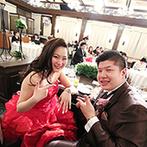 ホテルモントレ大阪:真っ赤なドレスでがらりとイメージチェンジ。二十歳の誕生日の結婚式に、新郎からのサプライズな贈り物が
