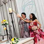 ホテルモントレ大阪:ドレスの色当てクイズや花火キャンドルで、会場内が大盛り上がり!家族へ感謝の気持ちを伝えるサプライズも