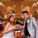 サンタガリシア大聖堂:春らしいピンクで彩られたパーティ会場。愛娘をゲストにお披露目でき、家族との退場シーンも大切な思い出