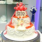 サンタガリシア大聖堂:白い貸切バンケットをふたり好みにアレンジ!大きなリボンをあしらったオリジナルの3段ケーキも理想通り