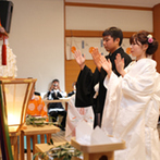 ホテル マリターレ創世 久留米:神殿の持つ雰囲気に惹かれたふたり。結婚式のことを細かく教えてくれるスタッフの対応にも惹かれた