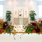 マリエール山手(セント・リージェンツ大聖堂):和テイストの装花アレンジも感動的な出来栄え!スモークガラスがクリアになる、サプライズな入場演出も