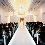 EXEX SQUARE (旧 リュクスガーデン岐阜):ゲストも見惚れるほど美しい空間で叶えた教会式。挙式後は、チャペルコートにゲストの笑い声が響き渡った