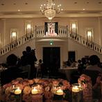 HARMONIE EMBRASSEE it HOUSE (アルモニーアンブラッセ イットハウス):階段からの再入場、光のお花畑などロマンチックなムード。感謝を伝えるこだわりのエンディングビデオも好評