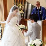 HOTEL PLAZA KOBE(ホテルプラザ神戸):この会場で初となる「Wedding馬車」でドラマチックに登場!自然光が注ぐチャペルでは、温かな誓いを叶えた