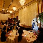 ホテルアソシア豊橋:新幹線も停まる豊橋駅に直結と、抜群のアクセスを誇るホテル。広々とした会場に大勢招待する華やかな結婚式