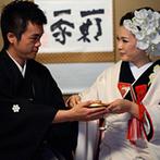 KKRホテル金沢:加賀に縁の深い陶磁器や茶道具類が並ぶ、大樋美術館での「茶婚式」。金銀の茶器で濃茶を飲み交わす儀式も