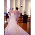 ホテルオークラ神戸:ロマンチックなチャペルで、外国人神父が取り仕切るセレモニー。愛を誓うカリヨンの音色で式をフィニッシュ