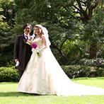 ホテルオークラ神戸:開放的な屋外での挙式を希望するふたりがピンと来た広大な日本庭園。スタッフの丁寧な対応も決め手に!