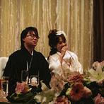 御宿 東鳳:ずっと憧れていた神前式の舞台は、由緒正しい神殿。雅楽の音色に包まれ、厳かに夫婦の契りを交わした