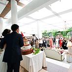 Mia Via:サンタ帽をかぶった馬モチーフのケーキが話題に!明るい全天候型ガーデンで、ゲストとのふれあいを満喫