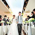 クサツエストピアホテル:純白のドレスと青空のコントラストが美しい、誓いの舞台。フラワー&肉球シャワーに「かわいい」と歓声が