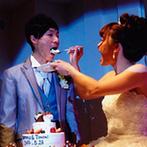 ソシミエール津山:ホワイトを基調としたミラーが煌く会場でパーティがスタート。振る舞われたおもてなしの料理にゲストも舌鼓