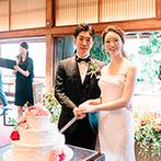 FUNATSURU KYOTO (国登録有形文化財):お色直し後はドレスでケーキカットも披露。ワイルドフラワーや草木のカーテンで、写真映えにもこだわった