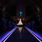 Wedding World ARCADIA SAGA(ウェディングワールド・アルカディア佐賀):大勢のゲストが見守る中での神聖な挙式。厳かな空間での生演奏、感謝を込めたメッセージも心に響くものに