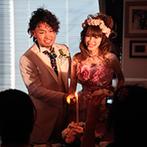 Wedding World ARCADIA SAGA(ウェディングワールド・アルカディア佐賀):キャンドルサービスや集合写真でゲストとのふれ合いを満喫。コース料理や焼き鳥ビュッフェも大好評だった