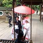 響 風庭 赤坂(HIBIKI):ご縁を感じた「赤坂氷川神社」で行う、格式高い神前式。雅楽の生演奏が厳かに響く記憶に刻まれるひと時に