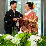 響 風庭 赤坂(HIBIKI):自然光を浴びて輝く、日本庭園の緑や池を望むメインダイニング。和のエッセンスやサプライズを楽しむ宴