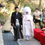 GARDEN RESTAURANT TOKUGAWAEN(ガーデンレストラン徳川園):庭園や青空など、自然の魅力を存分に堪能できる人前式。和装に身を包み、家族との絆を感じるセレモニー
