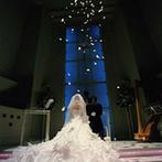 アン フラン ベルジュ(天使の恋人):優美なアーチを描く天井、大勢参列できる広さ…圧倒的なスケールのチャペルで叶えた、素晴らしいセレモニー