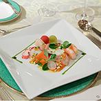 水戸プラザホテル:華やかにアレンジされた空間で楽しむ絶品料理。スタッフたちによるフランベ演出で、デザートへの期待がUP!