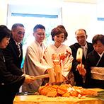 響 丸の内(HIBIKI):両家両親との鯛の塩釜開きで「おめでタイ」!料理の締めに全員に振る舞って、お腹も満足してもらえた