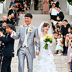 リアン トゥール:新婦の兄の結婚式で魅了されたことがきっかけ。大階段でのアフターセレモニーや自由度のある会場も決め手に