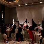 ヒルトン大阪:希望していた約100名のゲストが寛げる披露宴会場が条件。スタッフの対応力や便利な立地もポイントに