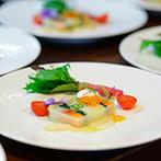 川原町倶楽部 ラ・ルーナ ピエーナ (本館・別邸):オープンキッチンからサーブされる出来たての料理に舌鼓。クライマックスはサプライズでゲストに感謝を
