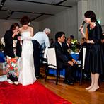 ガーデンテラス長崎 ホテル&リゾート:母への誕生日サプライズも大成功!階段を使ったロマンチックな再入場や、6色のペンライトの演出も好評