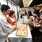 SETRE highland villa(セトレ ハイランドヴィラ):ビール&おつまみサーブでパーティにふたりらしさをプラス!新婦デザインの寿司ケーキがゲストの間で話題に