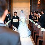 ラグナスイート新横浜 ホテル&ウエディング:遠方ゲストも嬉しい新幹線停車駅近くの好立地!光に包まれるスカイチャペルで感動のセレモニーを思い描いた