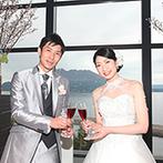 W THE STYLE OF WEDDING:桜島の絶景とともに楽しむ料理の味は格別!誕生日を迎えた新婦の姉へバースデーバイトのお祝いも