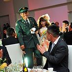 W THE STYLE OF WEDDING:サプライズの入場シーンで会場をわかせたパーティ。お姫様抱っこの夢も叶い、ゲストとの時間を楽しめた