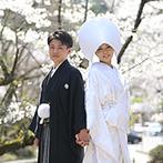 プルーナ マリエール:桜舞い散る中、提携神社で厳かな神前式。挙式後、パーティ会場ではゲストが水引きシャワーで出迎えてくれた