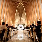 アルコラッジョ(arcoraggio):優美なアルコ(アーチ状)の空間が広がる大聖堂。大勢が見守る中で誓いをたて、天使の羽根にも包まれた