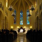 マリエール神水苑:ハープの幻想的な音色に導かれて誓い合った感動の大聖堂挙式。挙式後は大空の下でアフターセレモニーを満喫