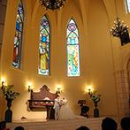 マリエール神水苑:聖歌隊の歌声が心に響く感動のセレモニー。野原に祝福の花びらが咲く結婚証明書でゲストの想いを感じた