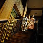 マリエール神水苑:衣裳チェンジして華やかに階段から再入場。ビュッフェやビールサーブなど笑顔溢れる演出が盛りだくさん!