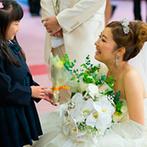 名古屋迎賓館 The Bankers Club (ザ・バンカーズ クラブ):大切な母が贈ってくれたドレスが美しく映える、広々とした会場。重要文化財での挙式のサポートも決め手