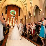 ラ セーヌ マリアージュ 四日市:重厚な扉やステンドグラス、大理石のバージンロード…。憧れの大聖堂で誓ったふたりを、天使の羽も祝福