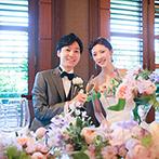 オリエンタルホテル 神戸・旧居留地:東西の魅力が融合した、木目調のオリエンタルな会場。上質感が漂う明るい空間で、開放感に満ちたパーティに