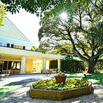 ルーデンス立川ウエディングガーデン:豊かな緑に囲まれた貸切のゲストハウス。チャペルもガーデンも、ふたりの結婚式のためのプライベート空間