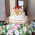 MAXI MANIS(マキシマニス):光に包まれる癒しの空間で、心あたたまるひと時。オリジナルケーキはゲストから「かわいい」と好評