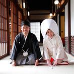 大阪天満宮:多くの参拝客が訪れる由緒正しい神社。友人にも挙式に参列してもらえることやスタッフの対応が決め手