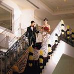 ララシャンス 迎賓館:装花&手作りアイテムで、上質な貸切空間へとアレンジ。階段からの入場シーンも、ゲストの注目を浴びた