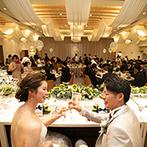 スイート ヴィラ シーンズ:リラックスムードで幸せを分かち合う、華やかな披露宴。目でも楽しめる食のおもてなしにゲストも大満足